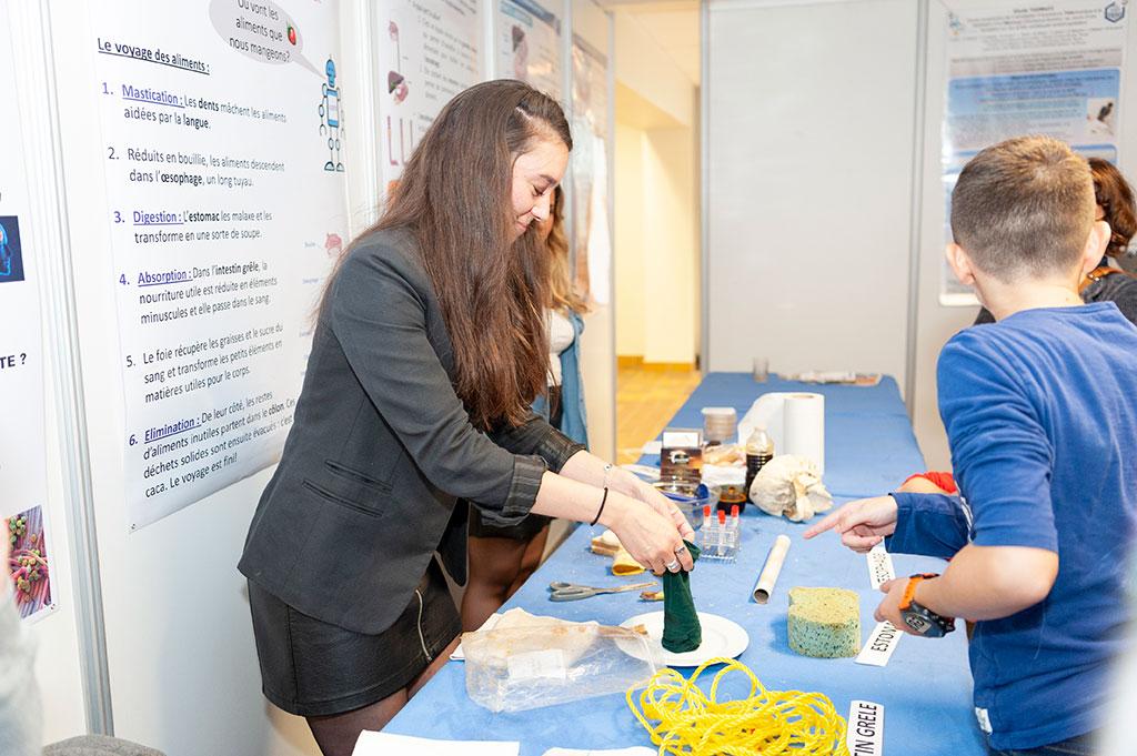 Stand tenu par la Maison de la recherche clinique lors de la fête de la science 2019