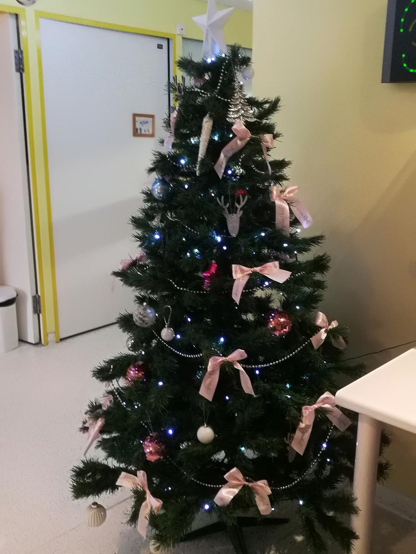 Sapin de Noël de néonatalogie (unité rose 3e étage)