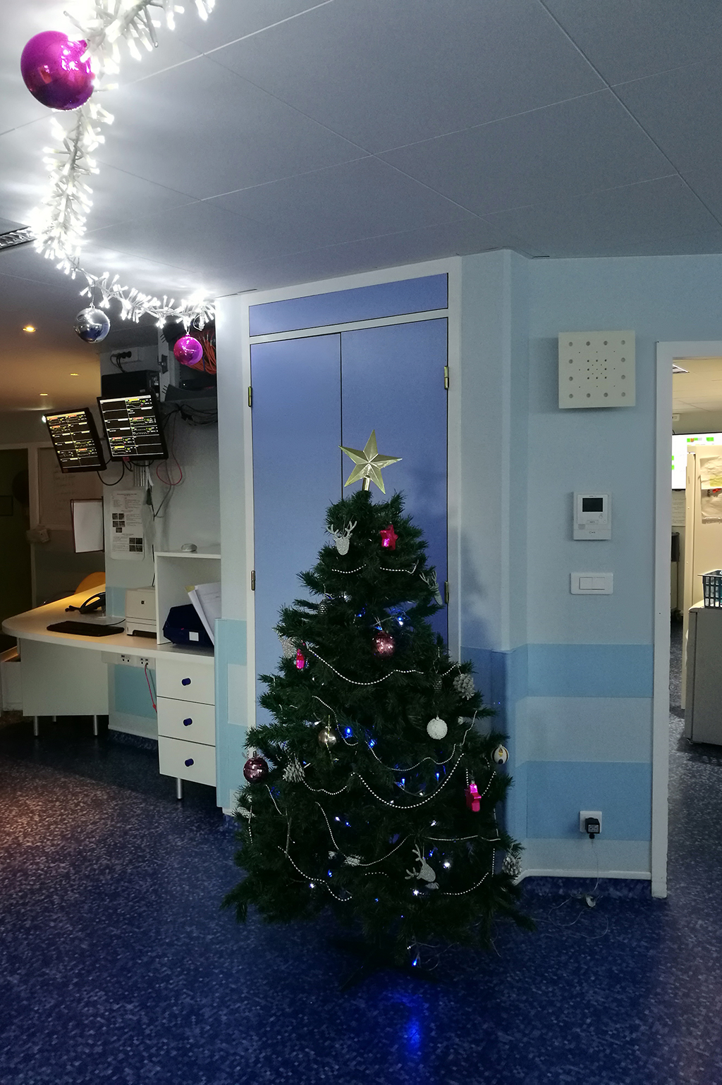 Sapin de Noël de néonatalogie (unité verte 4e étage)