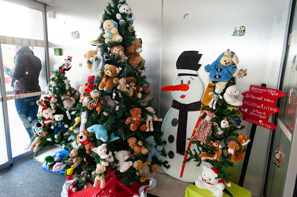 Décoration de Noël 2019 à l'espace accueil clientèle pédiatrique