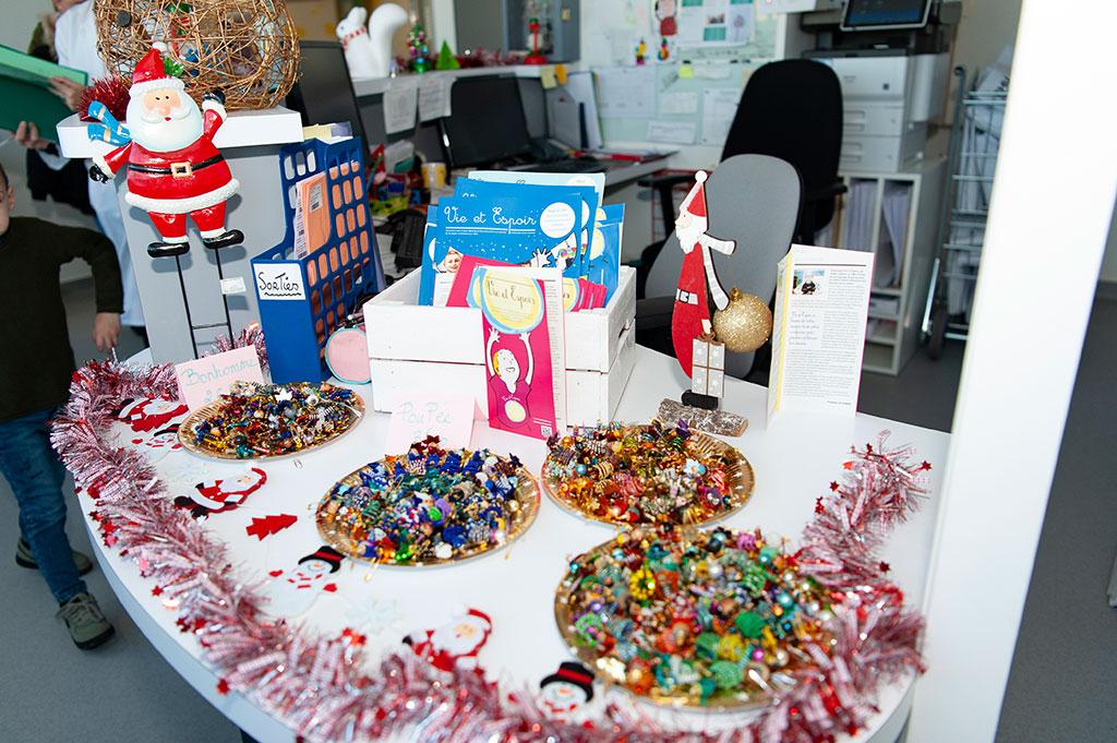 Décoration de Noël à l'hôpital de jour d'hépato-immuno-oncologie pédiatrique.
