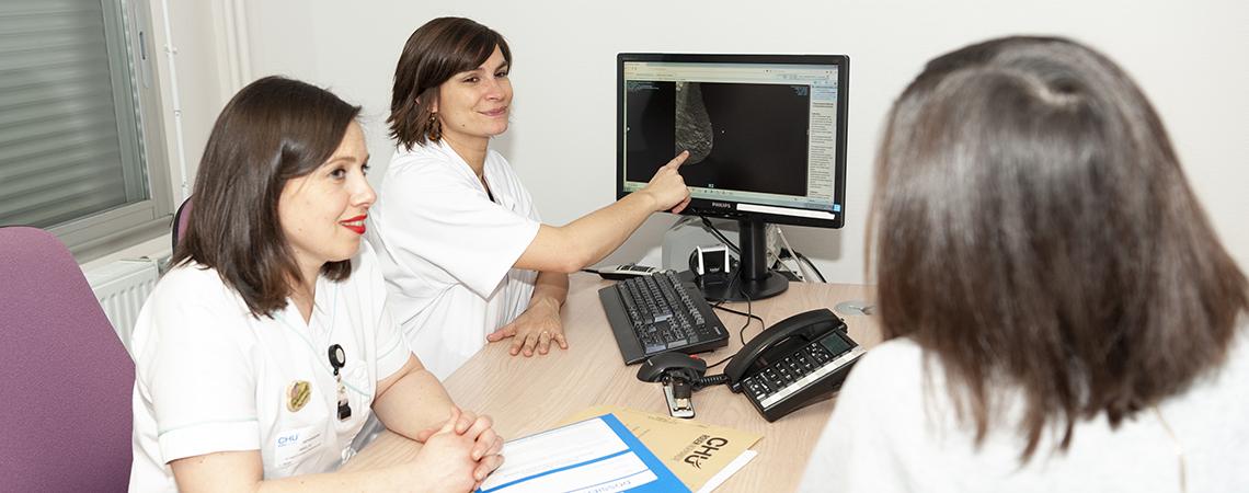 consultation-cancer-sein-chirurgie-gynécologie_bureau médecin soignant patient
