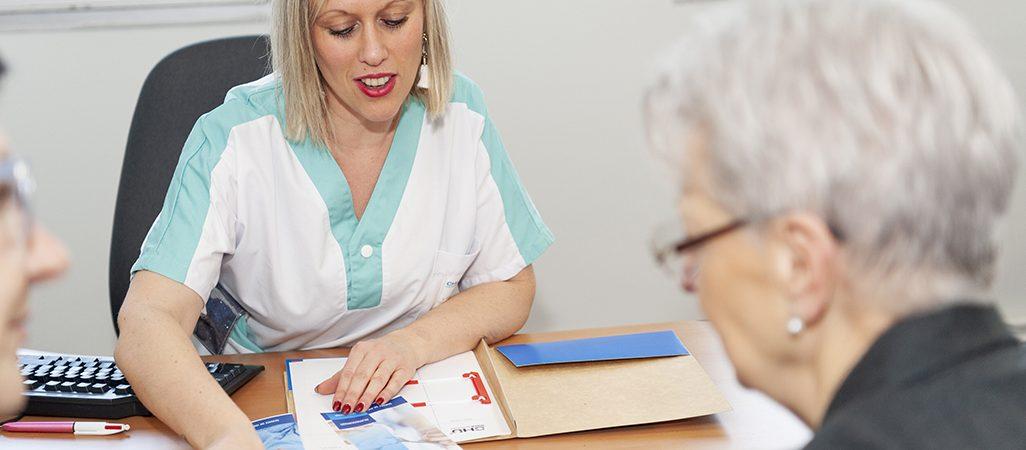consultation-oncologie-geriatrique-soignant personne agee-4