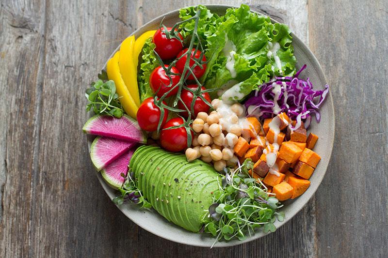 Assiette composée de légumes